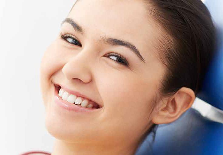 矯正治療後の笑顔の美しい写真