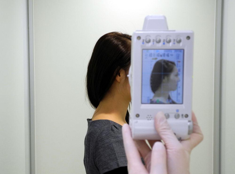 矯正治療のための顔面写真撮影の様子